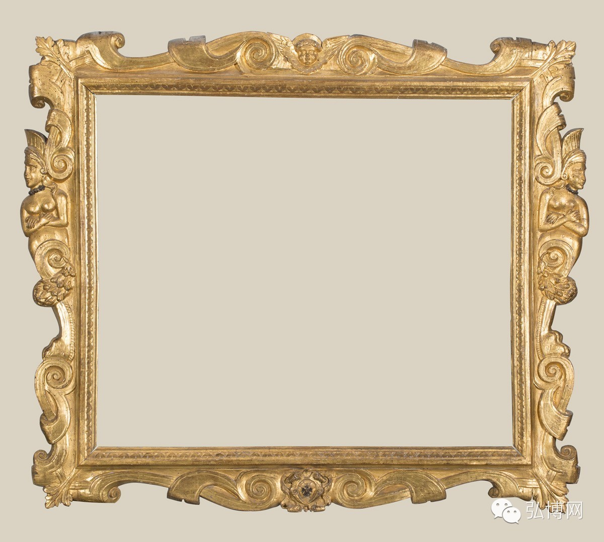 """这种人物形象与植物、动物或装饰线条相结合的母题被称为""""怪诞""""(grotesque),这个称呼与""""圣索维诺""""一样,源于后人的误解。grotesque一词源自grotto(洞穴),最初是指在15世纪末出土的古罗马尼禄皇宫""""黄金屋""""(Domus Aurae)中的装饰,当时的人们以为这是建于地下的洞穴,grotesque便成了这些装饰的名称。这种来自古典时期的装饰在文艺复兴时期各种装饰艺术中被广泛应用。 一位馆长的收官之作和最后的冒险 组织这"""